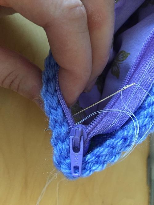 вшивание замка в вязаную сумку