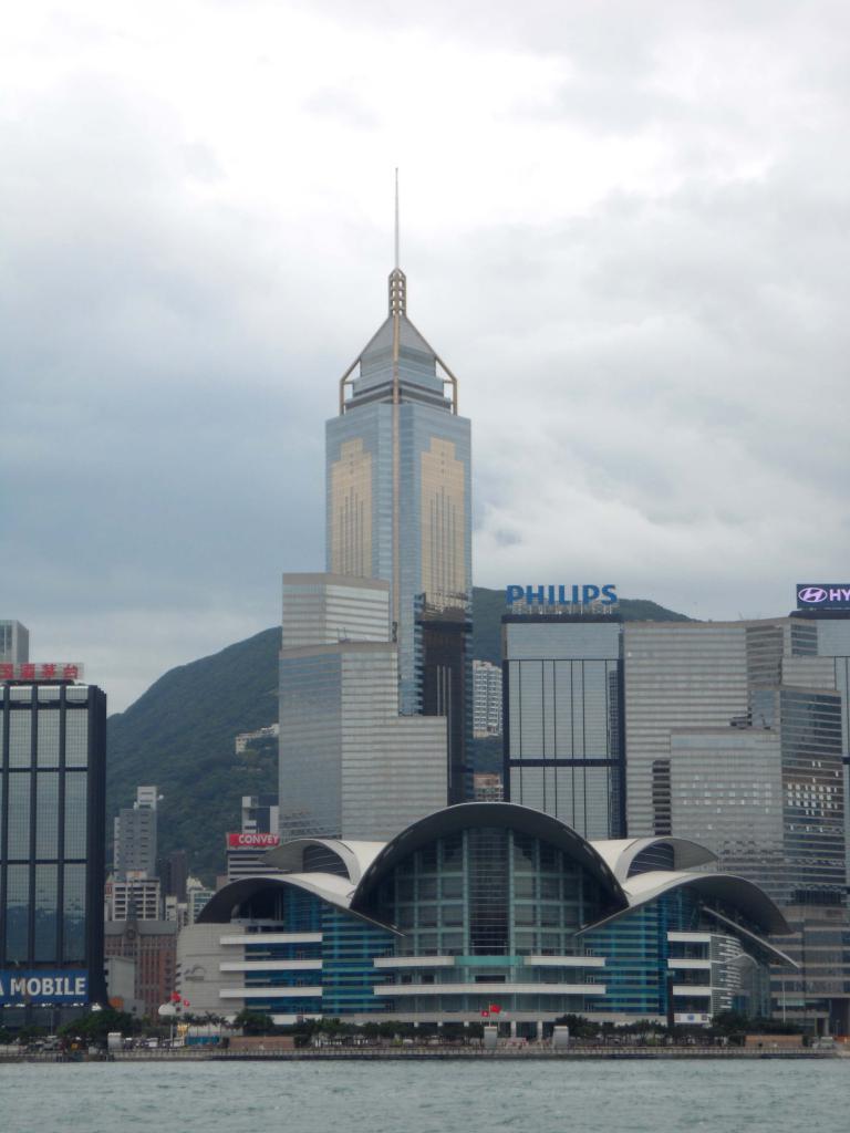 Высотка Central Plaza