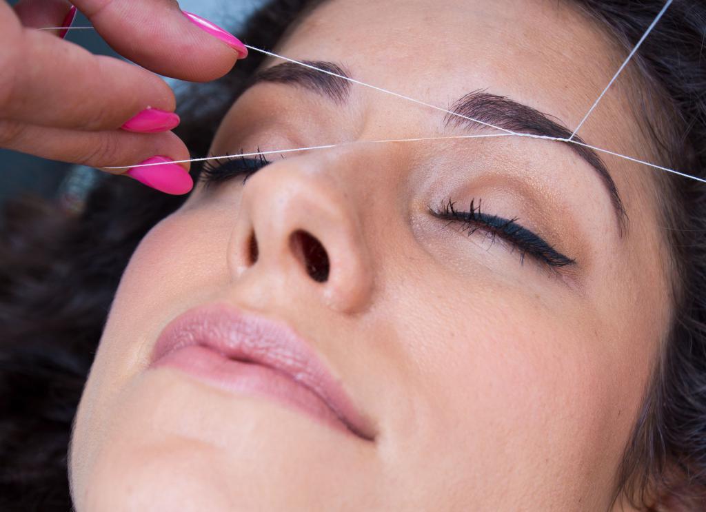 особенности удаления волос ниткой