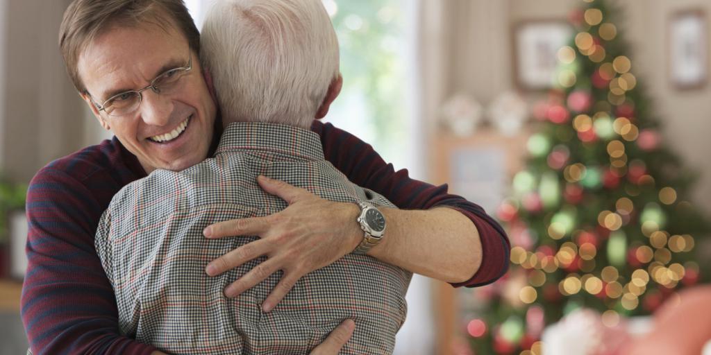 Что подарить близкому пожилому человеку
