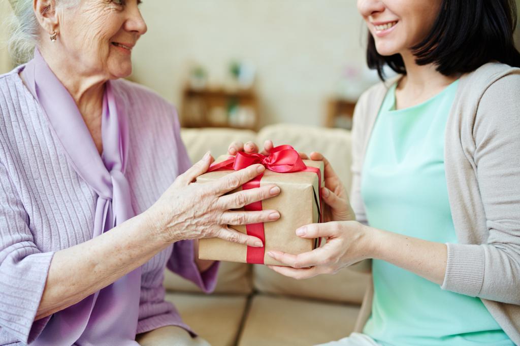 Что подарить на день рождения пожилой маме
