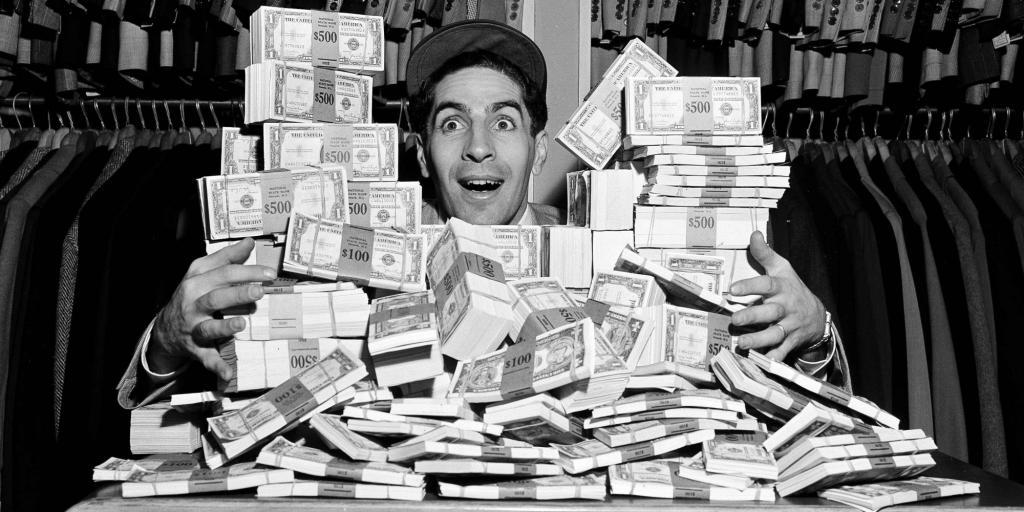 Куча денег у человека