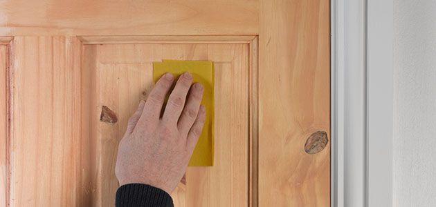 как лакировать дверь