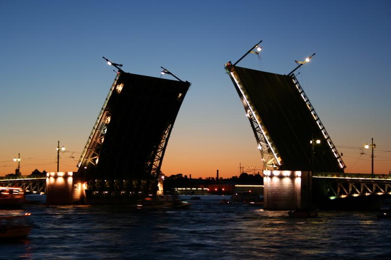 зачем разводятся мосты в питере