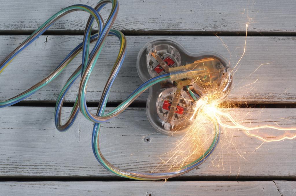 Короткое замыкание между проводами