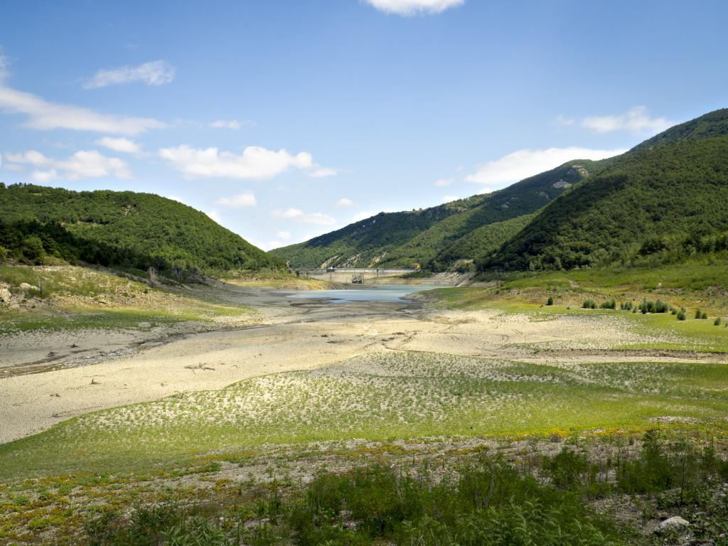 Плотина на реке По, Италия