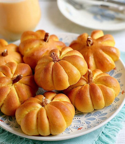булочки в форме тыквы