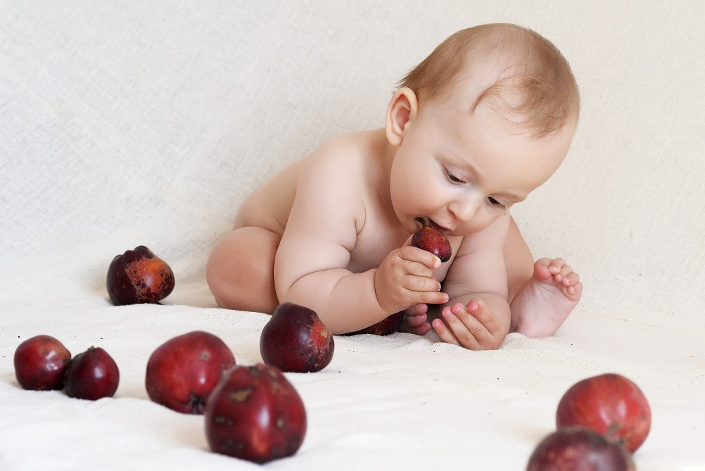 как приучить ребенка кушать твердую пищу