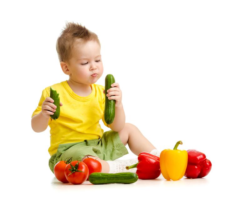 Как научить ребенка есть твердую пищу