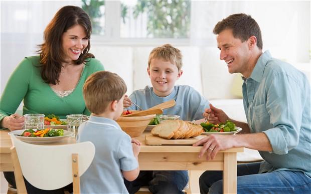 Как перевести ребенка на твердую пищу
