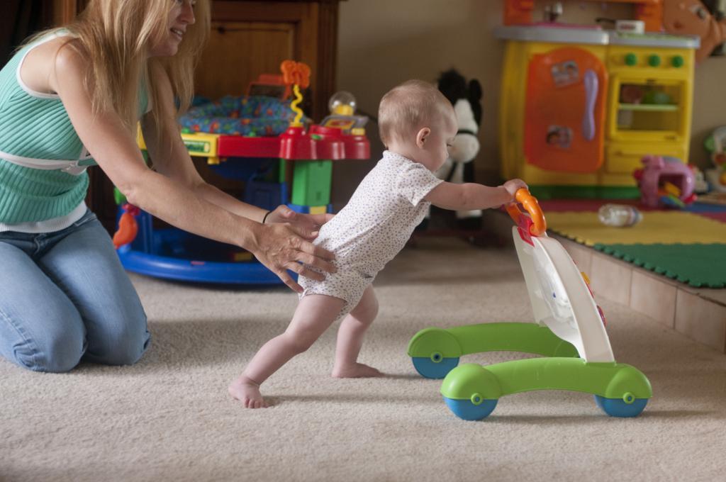Во сколько ребенок начал ходить