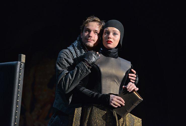 Петров в роли Гамлета