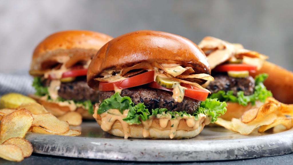 В меню сытные гамбургеры