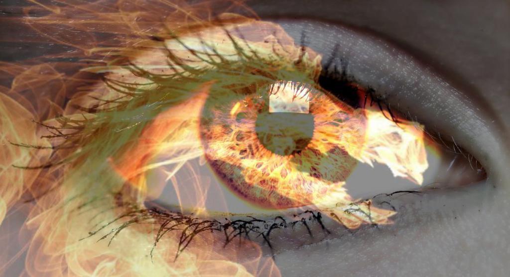 Огонь в глазах у девушки