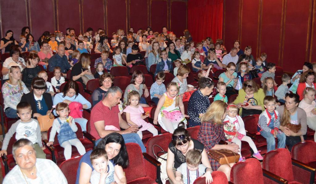 Зрители в театре кукол