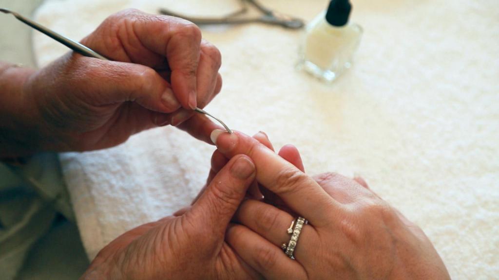 как правильно обрабатывать ногти в домашних условиях