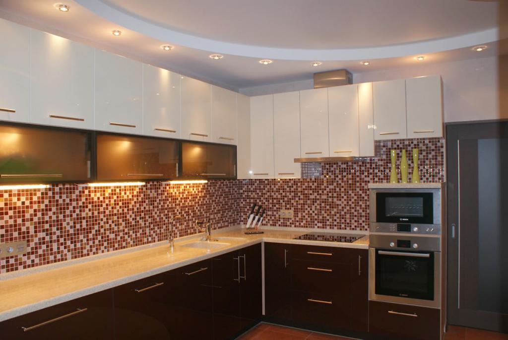 какой потолок сделать на кухне в квартире