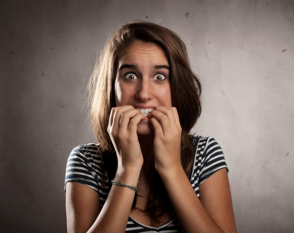 Девушка отражает страх