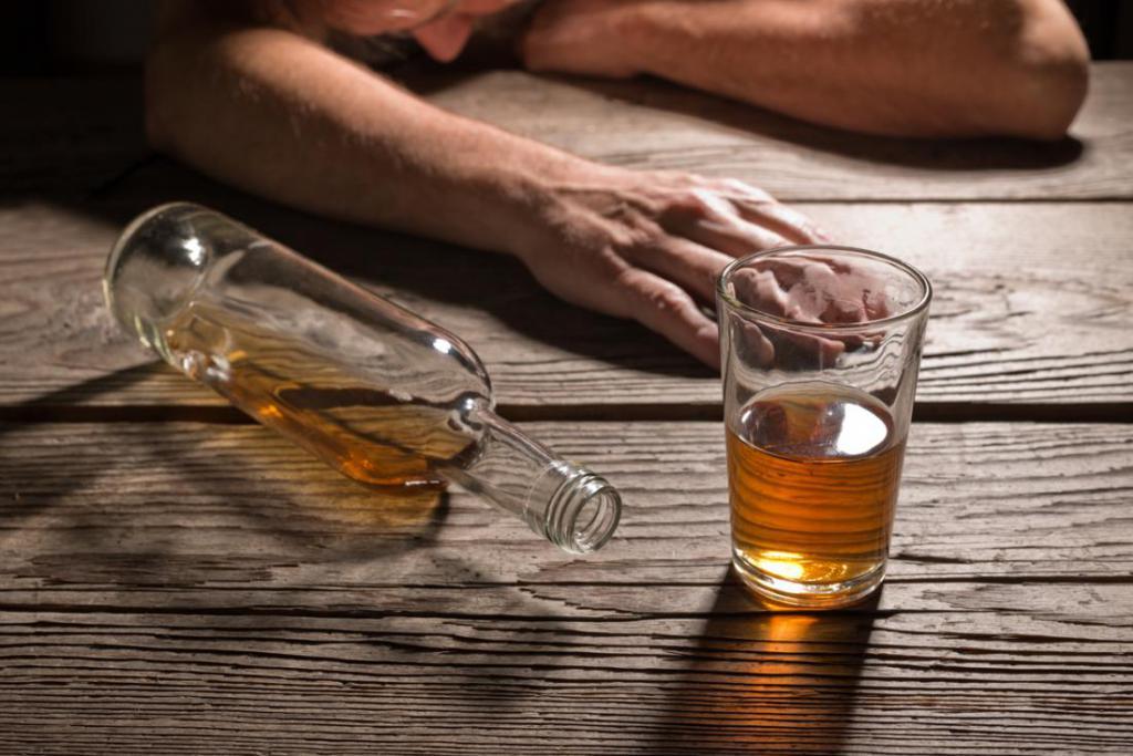 Стакан со спиртным напитком