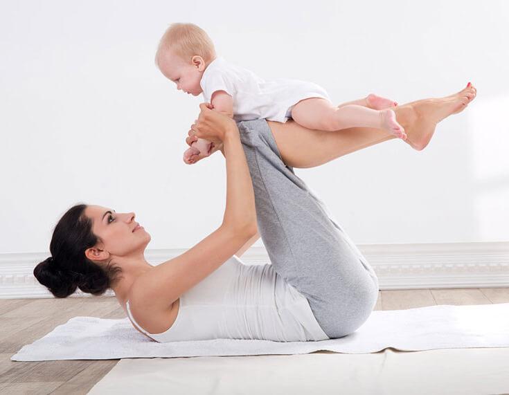 Занятие йогой с малышом