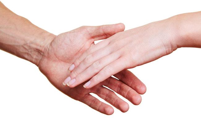 Рука мужчины и женщины
