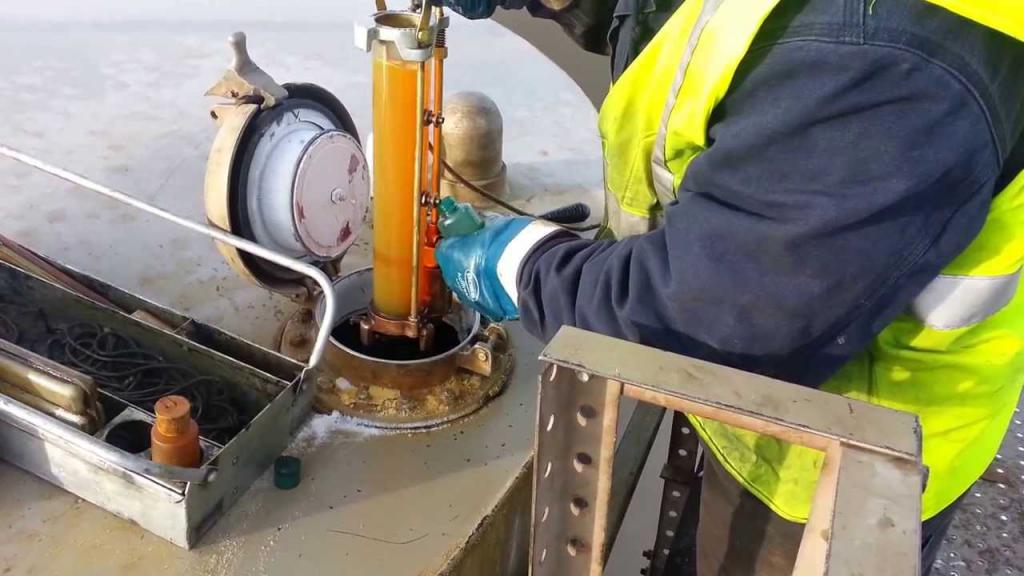 отбор проб нефти из цистерны
