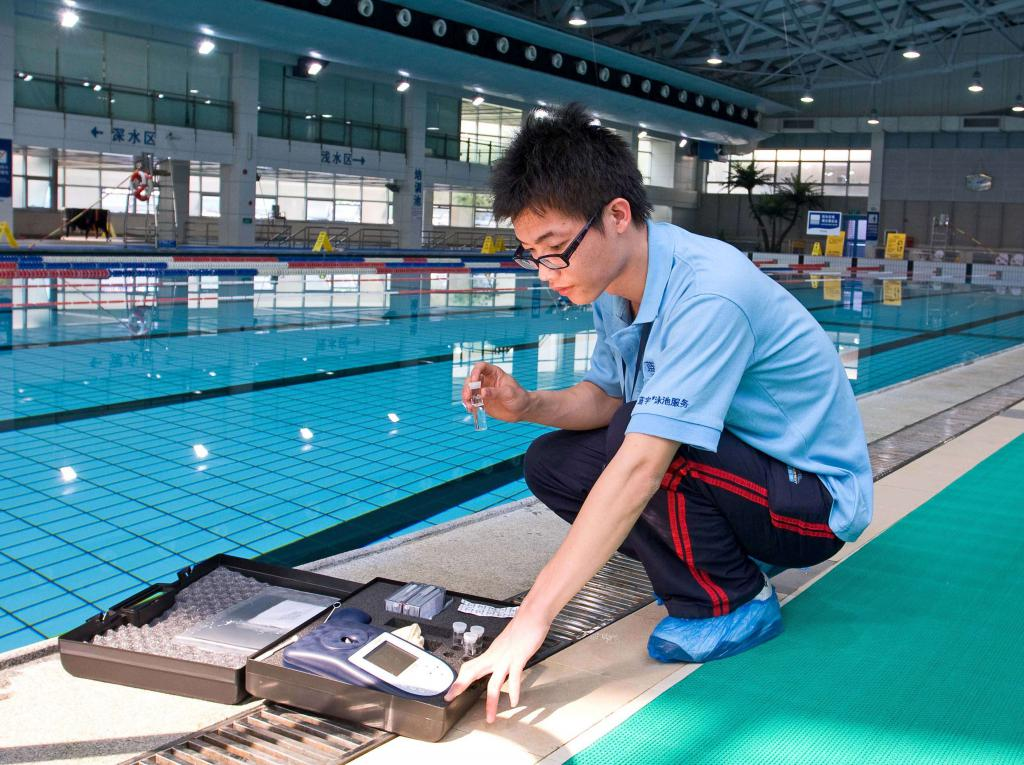 отбор проб воды в плавательном бассейне