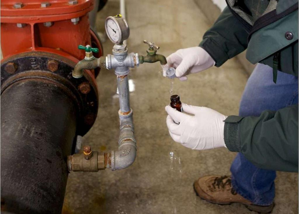 отбор проб воды из трубопровода