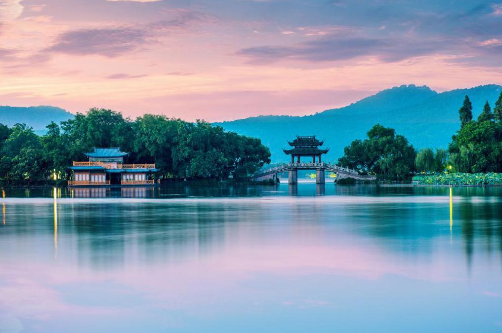 Пресноводное озеро Сиху