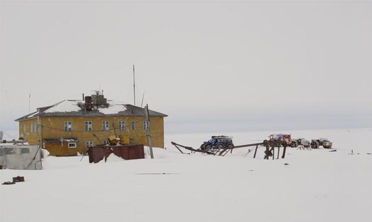 Ледовая база на острове Большевик