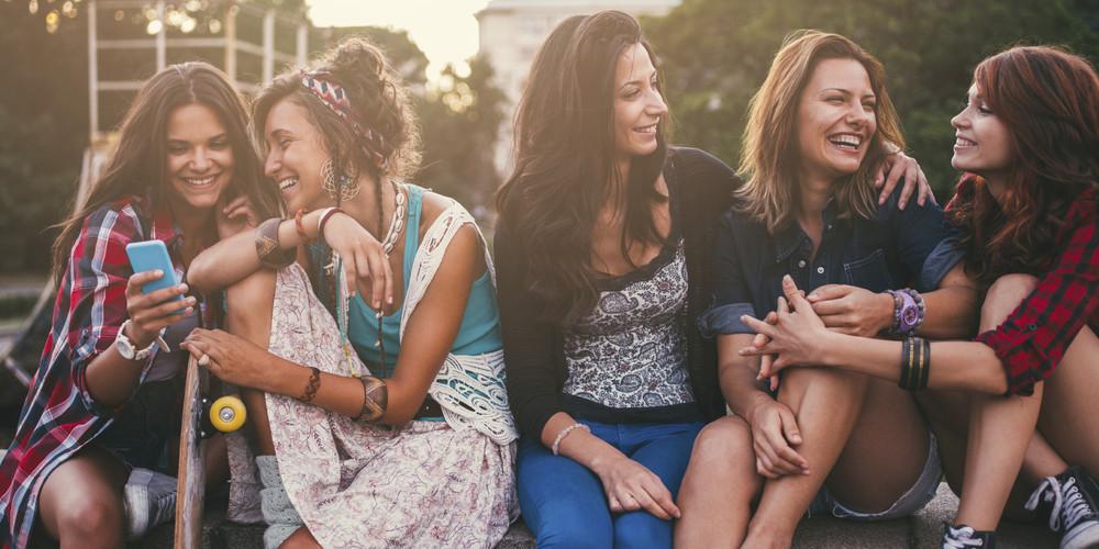пять девушек