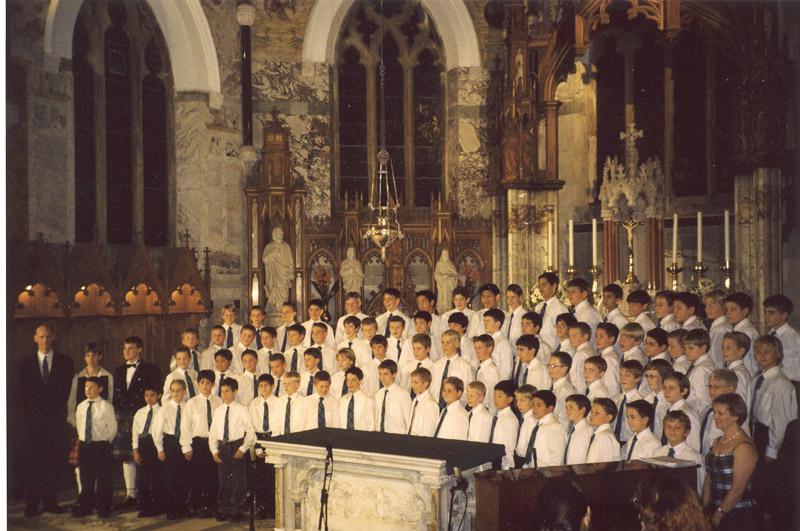 католический храм во время службы