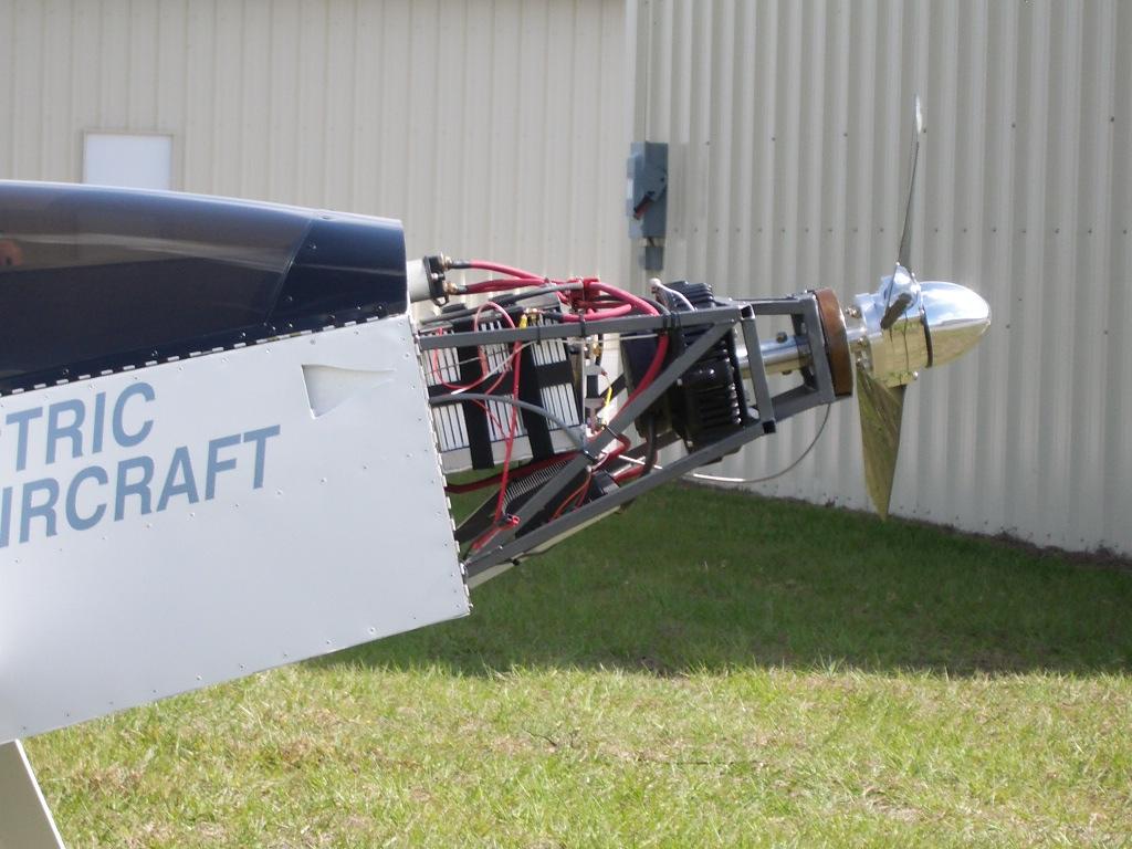 силовой агрегат и винт самолета