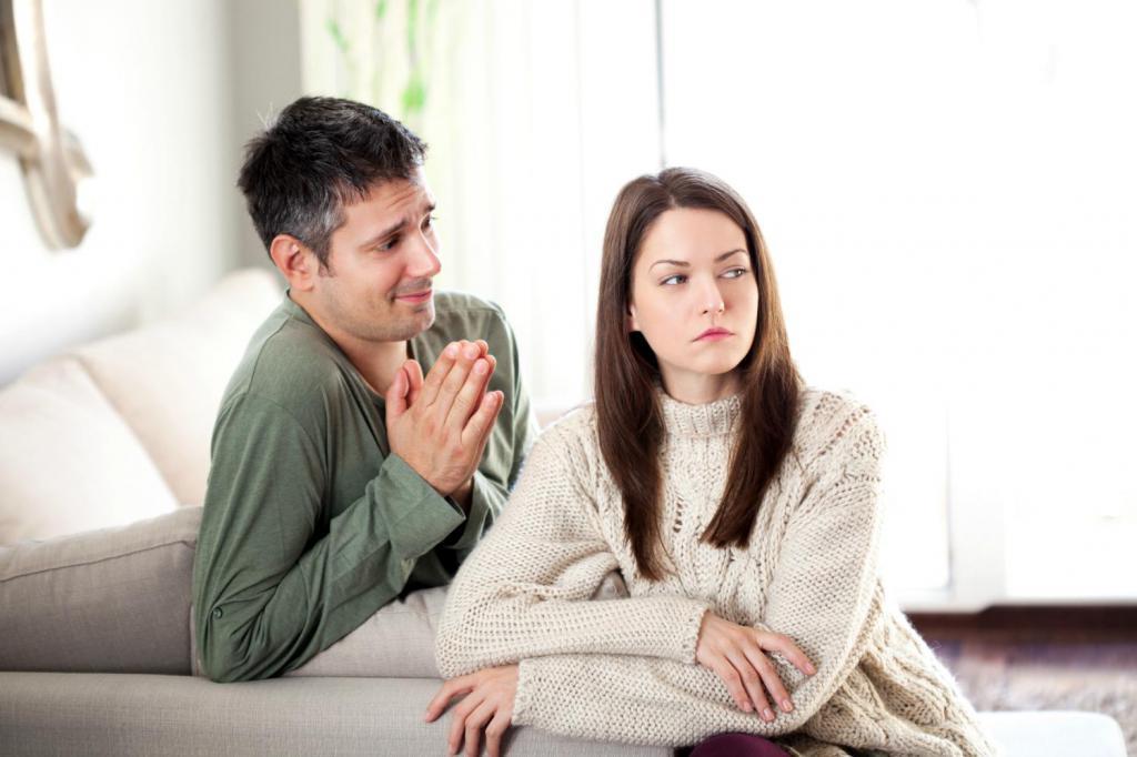 Парень умоляет простить его