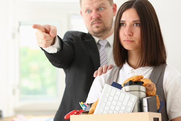 начальник увольняет беременную