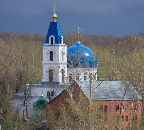Вид на церковную колокольню