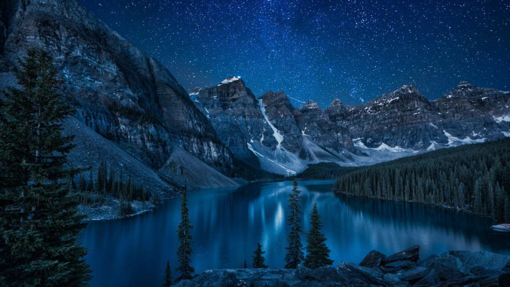 ледниковое озеро Морейн (Канада).