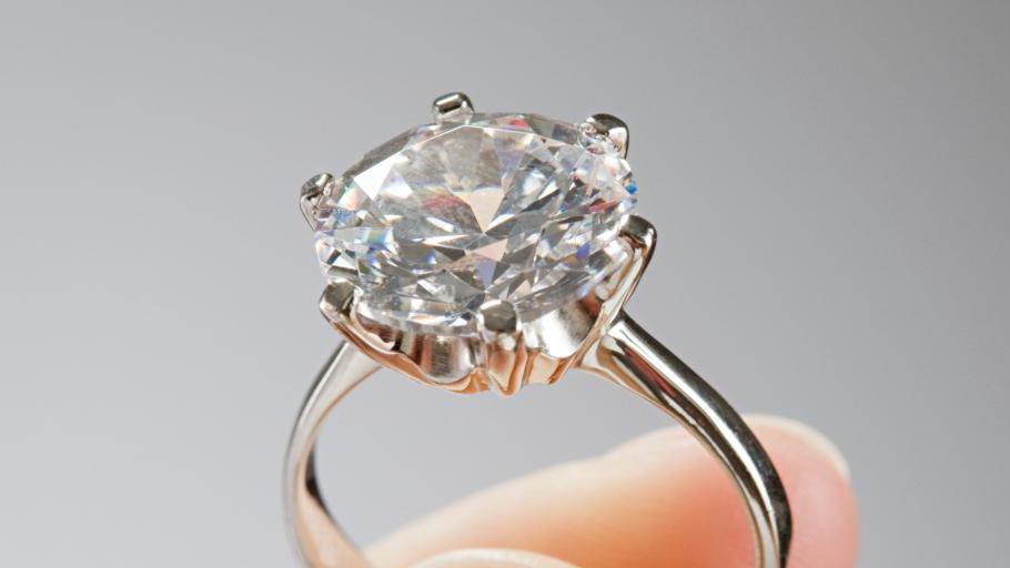 кольцо с бриллиантом сон