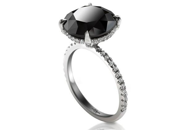 кольцо с бриллиантом черным