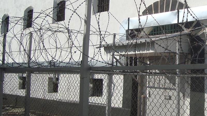 Вход в пропускную зону тюрьмы
