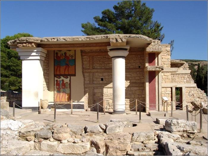 an analysis of the greek legacy since the arrival of minoans to the island of crete Ever since sir arthur evans first excavated at the site of the palace at knossos in the early twentieth century, scholars and visitors have been drawn to the architecture of bronze age crete.