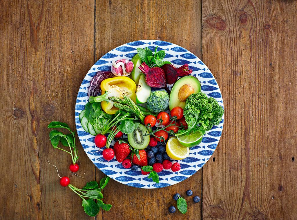 полезная еда на тарелке