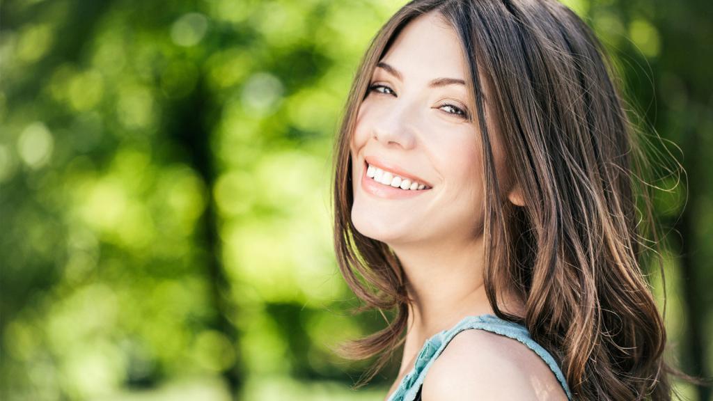 сияние улыбки от комплиментов