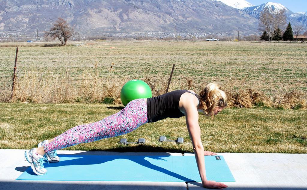 прямая спина упражнения для женщин