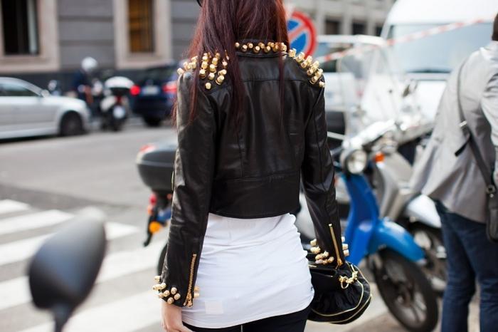 модные куртки с шипами
