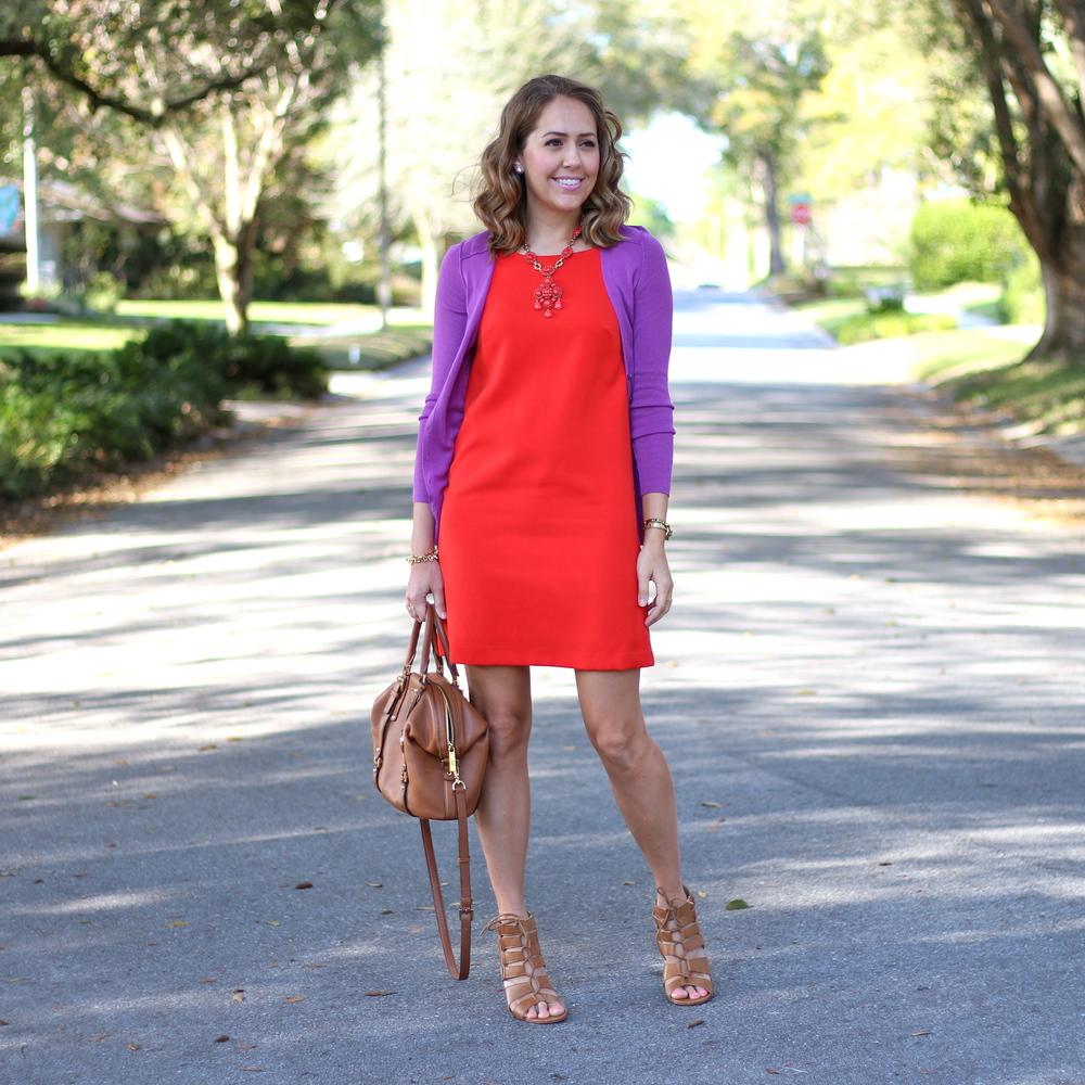 Ежевичное и красное платье