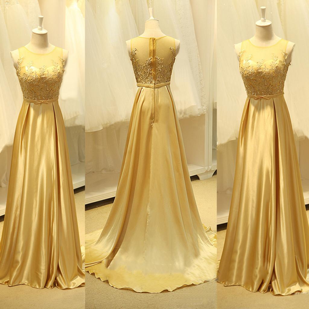 Платье из атласной ткани