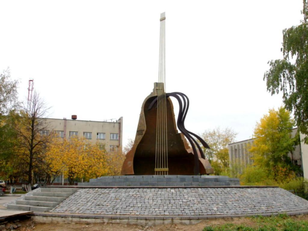Памятник Высоцкому