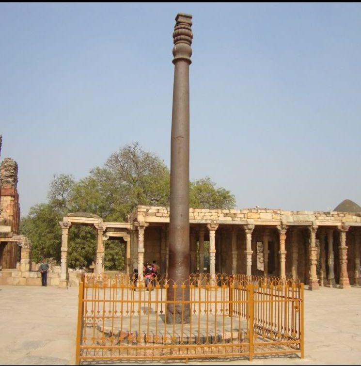 вид на Железную колонну