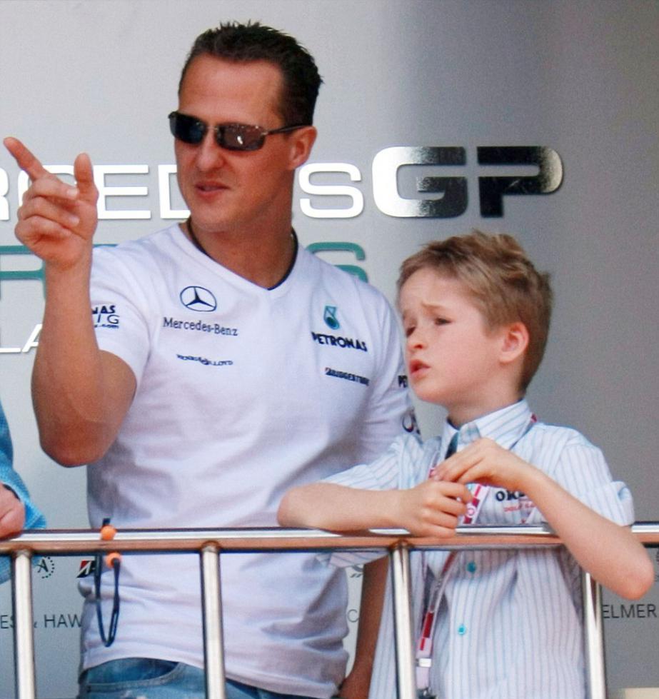 Отец и сын на гонках